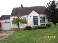 100 Helena Dr Struthers OH, 44471