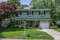 10 Imperial Ct East Northport NY, 11731