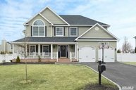 8 Yellow Top Ln Smithtown NY, 11787