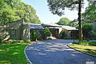 10 Ursuline Ct Oyster Bay NY, 11771