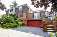 242-34 Barrows Ct Douglaston NY, 11362