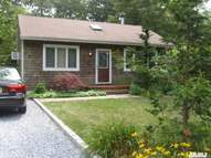 84 Parkwood Dr Shirley NY, 11967