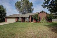 425 E Twelve Oaks Terrace Mustang OK, 73064