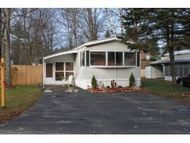 61 Oakwood Circle Morways Mhp Charlestown NH, 03603
