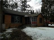 22815 Maple Farmington MI, 48336