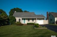 43 Seley Dr North Babylon NY, 11703