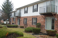 412 Crystal Valley Dr Apt 2 Middlebury IN, 46540