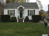 36 Walnut Ave East Norwich NY, 11732