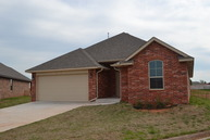 820 Lakeview Moore OK, 73160