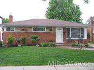 23048 Recreation St Saint Clair Shores MI, 48082