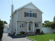 1551 6th St West Babylon NY, 11704