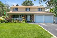 41 Longstreet Dr Lake Grove NY, 11755