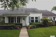 27 Forge Ln Coram NY, 11727