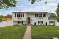 9 Pomper Dr East Northport NY, 11731
