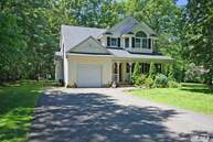 40 Dietz Ave Lake Grove NY, 11755