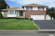 41 Cawfield Ln Melville NY, 11747