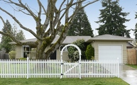 12716 Phinney Ave North Seattle WA, 98133