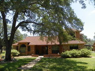 218 Shady Oak Ln Adkins TX, 78101