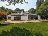 21 Longwood Sands Point NY, 11050