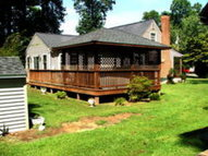 259 North Oakes Circle Saluda VA, 23149