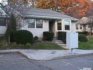 7 Patriot Ct Huntington NY, 11743