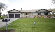 142 Hilltop Dr Fall River WI, 53932