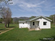 626 Fairview Loop Hot Springs NC, 28743