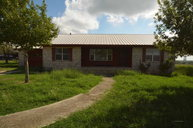 75 Roots Rd Martindale TX, 78655