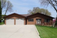 101 Oak Hill Fort Atkinson IA, 52144