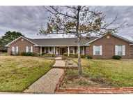 849 Acorn St Giddings TX, 78942