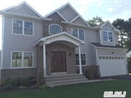 21 Colonial Rd Old Bethpage NY, 11804