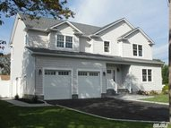6 Kinn St Blue Point NY, 11715