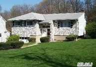 31 Craft Ave Glen Cove NY, 11542