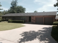 17 Wheatland Dr Hutchinson KS, 67502