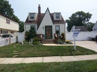 11 Beach Ave Copiague NY, 11726