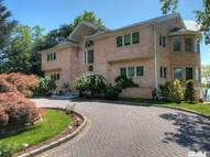 20 Shorecliff Pl Great Neck NY, 11023