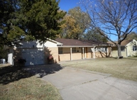 1004 W 17th Ave Hutchinson KS, 67501