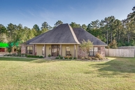 2010 Wesley Circle Woodworth LA, 71485