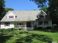 98 Landing Ln Baiting Hollow NY, 11933