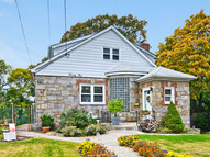 21 Sunset Ave Glen Cove NY, 11542
