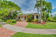 290 E Shore Dr Miami FL, 33133