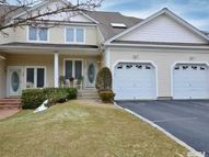 15 Lindbergh Cir Huntington NY, 11743